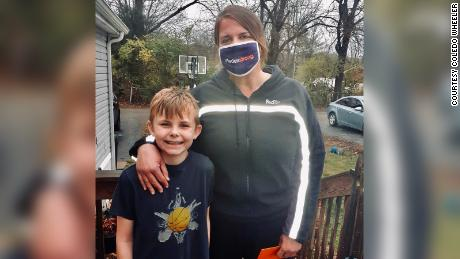 A FedEx driver surprised a boy with a new basketball and saw him play after it broke.