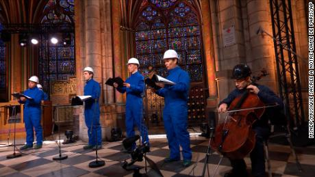 The cello player Gautier Capucon and the Notre Dame Cathedral Choir recorded a Christmas concert on 19 December.