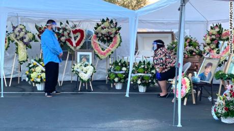 Los Angeles woman whose mother Kovid-19 died, cremated in parking lot