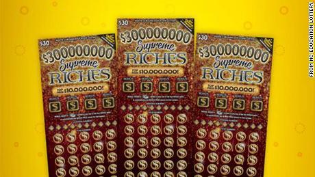 A nurse who works with Kovid patients wins a $ 1 million lottery jackpot