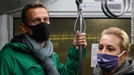 Opinion: Why Putin wants to keep Navalani off