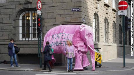 Extinct rebellion activists protest against Norway's climate policy, announcing: & quot;  There is an elephant in the room that we are not talking to.  & quot;