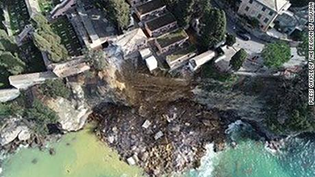 View of the collapse from above.