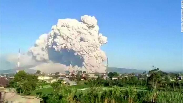 Mount Sinabung Eruption Indonesian Volcano Sends A Cloud Of Ash And Dust Into The Sky Cnn Video