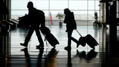 Ignoring CDC warnings, more than 1 million passengers have flown from US airports for 10 straight days