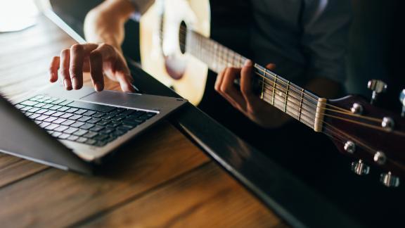 210406142926 best beginner guitar lessons live video