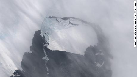 This image shows a large iceberg that separated from the Pine Island glacier.