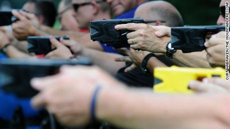How easy (or hard) is it to confuse a gun for a Taser?
