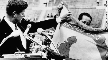 President Kennedy displays the Cuban landing brigade's combat flag, and announces to 40,000 spectators that it & quot;  This brigade will be returned to a liberated Havana.  & quot;  The brigade was quickly halted by Castro's army during the Pigs invasion.