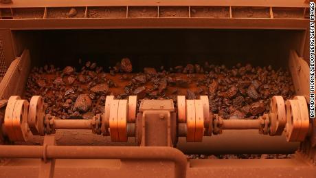 Iron ore passes through screening machinery at Fortescue Metals Group Ltd.'s Solomon Hub mining operations in the Pilbara region, Australia, on Thursday, Oct. 27, 2016.