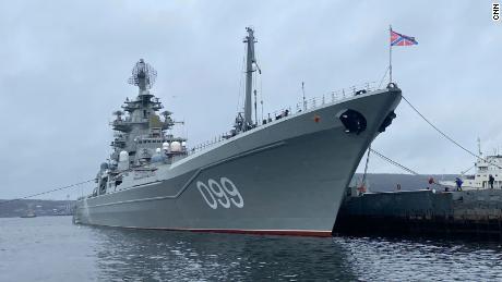 L'incrociatore da battaglia russo Peter il Grande è fotografato attraccato a Severomorsk.