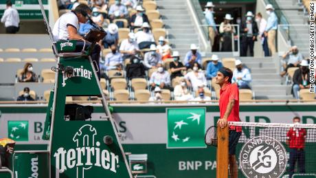 Roger Federer has an on-pitch discussion with referee Emmanuel Joseph during his match against Marin Cilic.