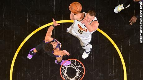 Jokic throws the ball against the Phoenix Suns.