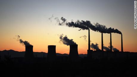 चीन एक दशक में सबसे खराब बिजली की कमी का सामना कर रहा है।  यह पूरी दुनिया के लिए एक समस्या है