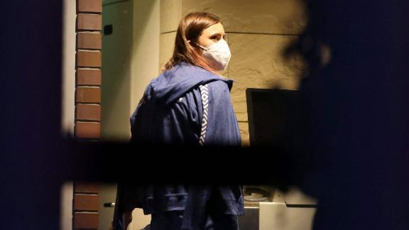 Timanovskaya entra nell'ambasciata polacca a Tokyo il 2 agosto 2021.