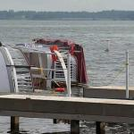 A man died after a party boat capsized on a Texas lake during bad weather 💥😭😭💥