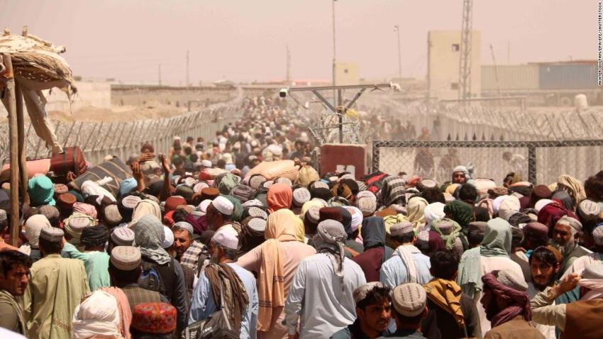 People wait to cross the Afghan-Pakistani border at Chaman, Pakistan, on August 13. The border crossing was closed for several days before it was reopened.