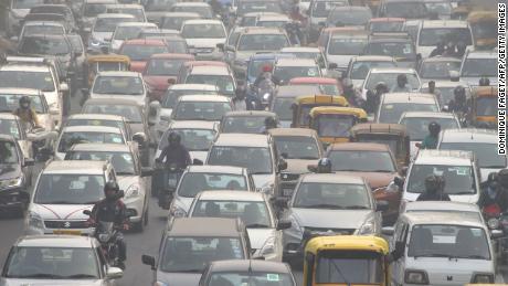 Motorists drive amid heavy smog in New Delhi on November 14, 2017.