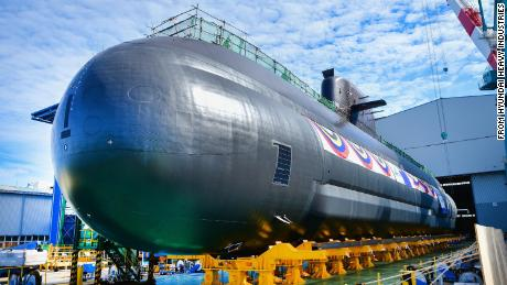 The South Korean Navy's new 3000-ton-class submarine was launched on Tuesday.