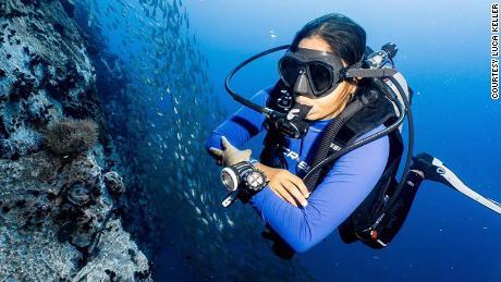 नेहा कॉन्ट्रैक्टर ने महामारी के दौरान स्कूबा डाइवर इंस्ट्रक्टर बनने के लिए अपनी नौकरी छोड़ दी।