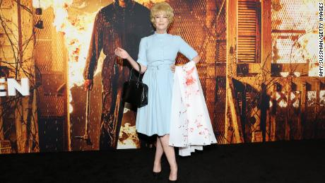 Watch Jamie Lee Curtis dressed as mother Janet Leigh in 'Psycho' for 'Halloween Kills' premiere – Google USA News