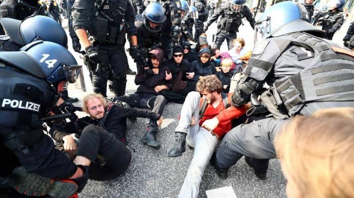 Χάος στο Αμβούργο - «Όμηρος» διαδηλωτών η Μελάνια Τραμπ - Ζητούν άμεσα ενισχύσεις