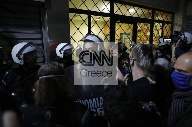 https://cdn.cnngreece.gr/media/news/2020/12/07/245872/photos/snapshot/astynomia-stoa-5.jpg