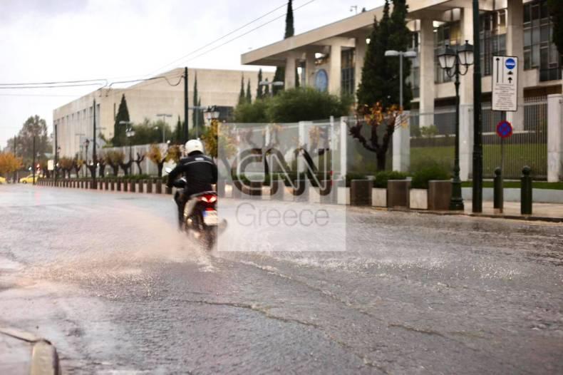 https://cdn.cnngreece.gr/media/news/2020/12/10/246289/photos/snapshot/kentro-athinas-kinhsh-tora.jpg