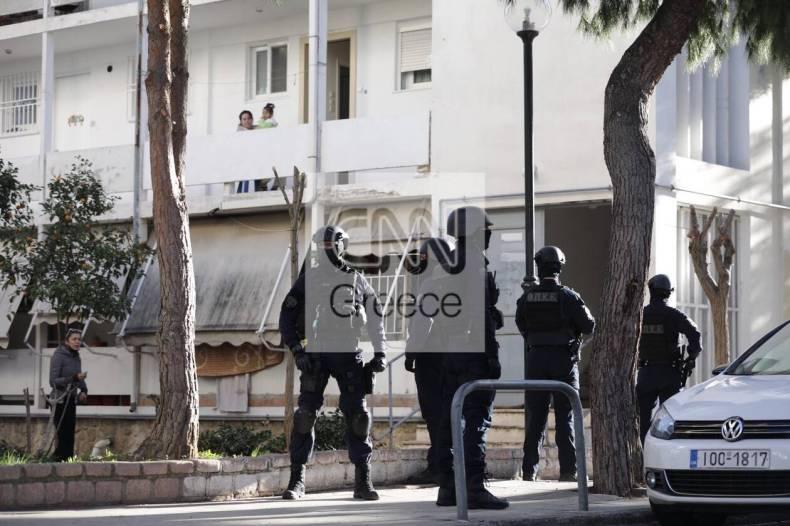 https://cdn.cnngreece.gr/media/news/2020/12/28/248542/photos/snapshot/pyrovolismoi-agia-varvara-3.jpg