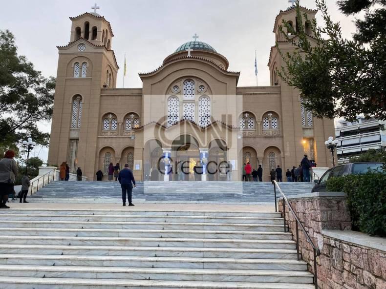 https://cdn.cnngreece.gr/media/news/2021/01/06/249505/photos/snapshot/nea-smyrnh-ekklhsia-1.jpg