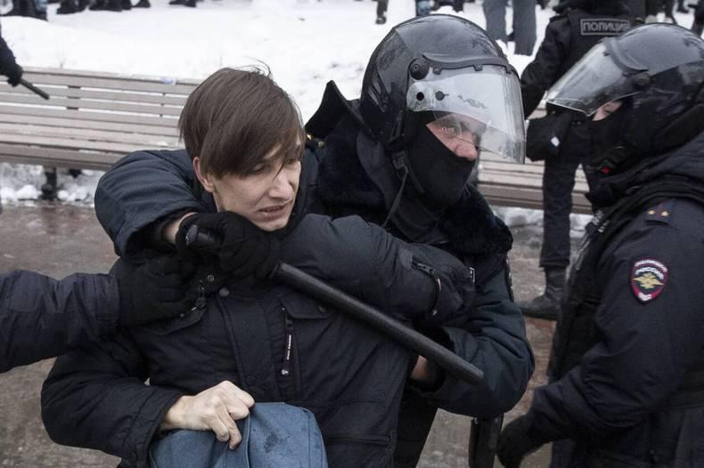 https://cdn.cnngreece.gr/media/news/2021/01/23/251756/photos/snapshot/RUSSIA-NAVALNY-1.jpg