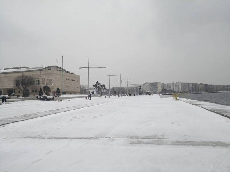 https://cdn.cnngreece.gr/media/news/2021/02/14/254480/photos/snapshot/XIONIA-THESSALONIKI5.jpg