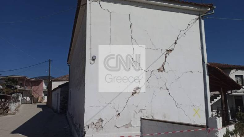 https://cdn.cnngreece.gr/media/news/2021/03/04/256906/photos/snapshot/seismos-mesochori-12.jpg