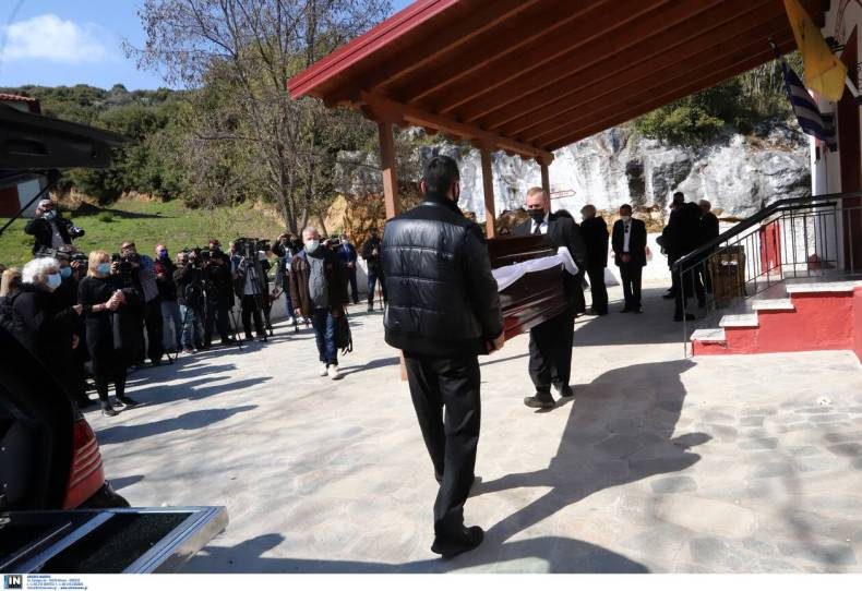 https://cdn.cnngreece.gr/media/news/2021/04/11/261695/photos/snapshot/karaivaz-khdeia5.jpg