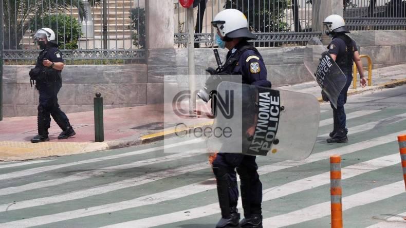 https://cdn.cnngreece.gr/media/news/2021/05/06/264766/photos/snapshot/molotov5.jpg