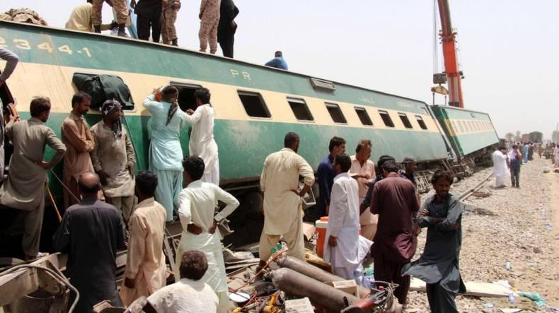 https://cdn.cnngreece.gr/media/news/2021/06/08/269177/photos/snapshot/pakistan-treno-distixima-3.jpg