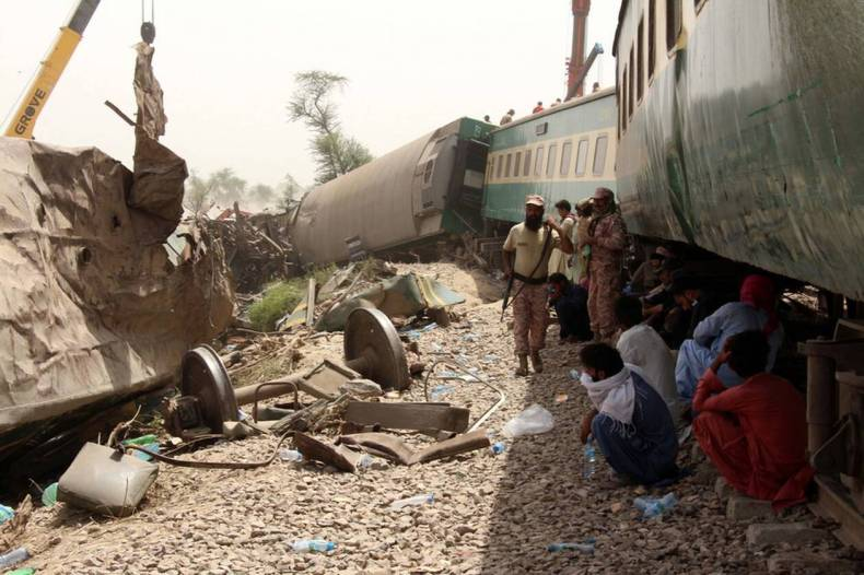 https://cdn.cnngreece.gr/media/news/2021/06/08/269177/photos/snapshot/pakistan-treno-distixima-5.jpg