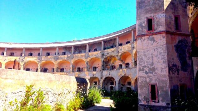 Το «Αλκατράζ» της Ιταλίας αλλάζει: Η θλιβερή ιστορία πίσω από το  μικροσκοπικό νησί - φυλακή - CNN.gr