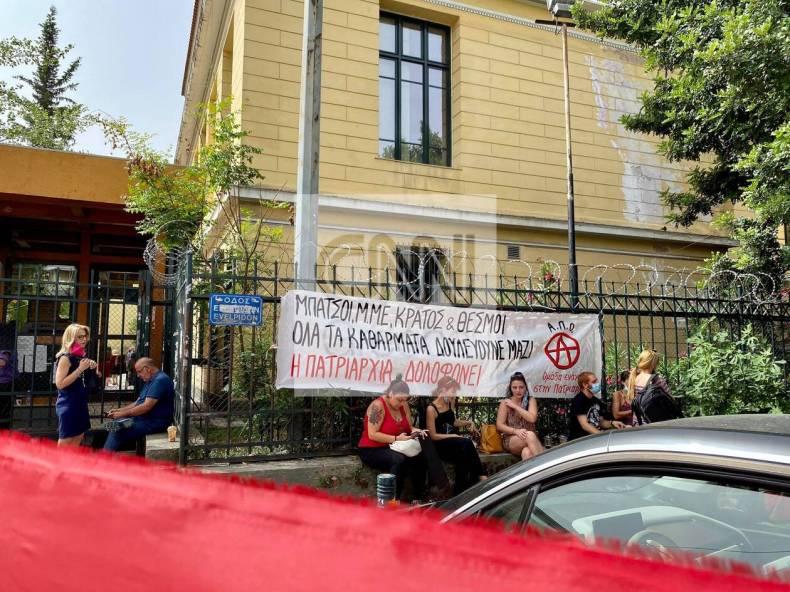 https://cdn.cnngreece.gr/media/news/2021/06/22/271081/photos/snapshot/gunaiktonia-sugketrosi-4.jpg