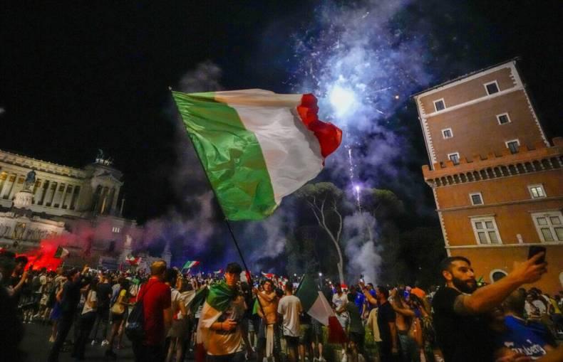 https://cdn.cnngreece.gr/media/news/2021/07/12/273734/photos/snapshot/italia_euro-1.jpg