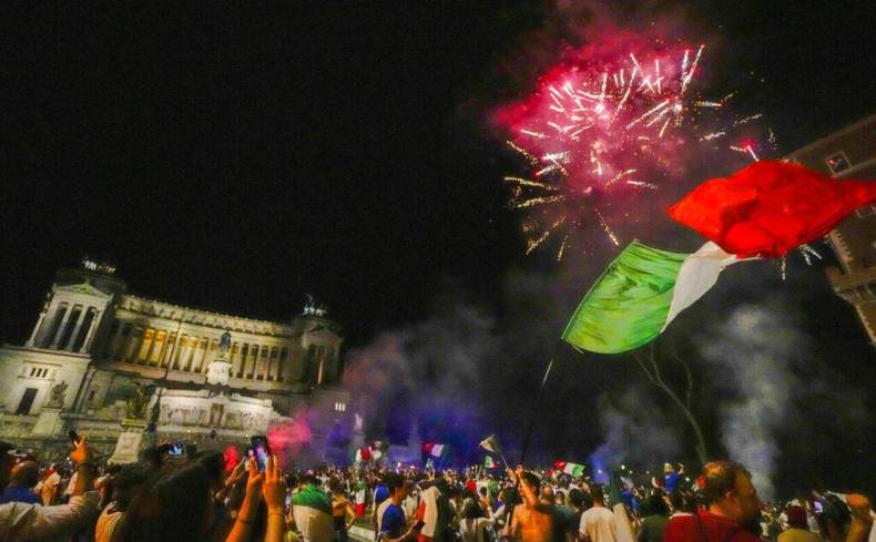 https://cdn.cnngreece.gr/media/news/2021/07/12/273734/photos/snapshot/italia_euro-2.jpg
