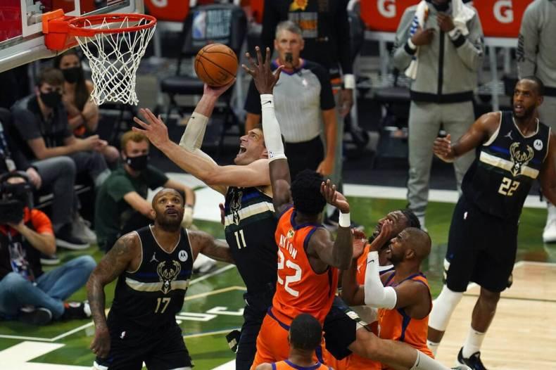 https://cdn.cnngreece.gr/media/news/2021/07/21/274915/photos/snapshot/MPAKS-NBA-TELIKOS-6.jpg