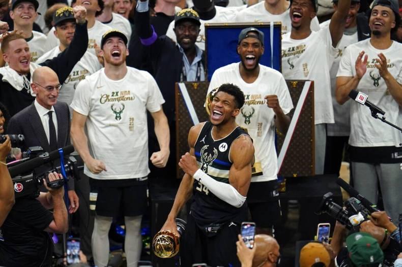 https://cdn.cnngreece.gr/media/news/2021/07/21/274947/photos/snapshot/MPAKS-NBA-TELIKOS-14.jpg