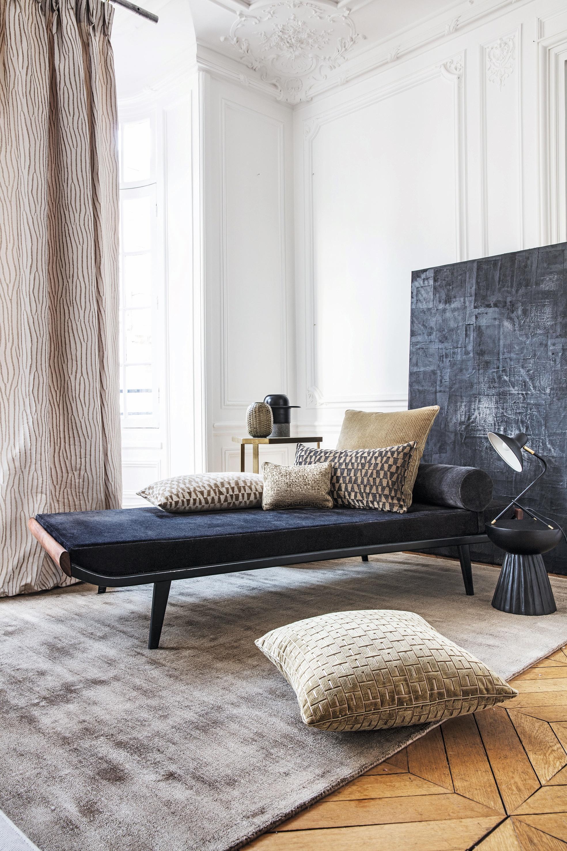 kingcome sofa sale pedicure home larsen fabrics