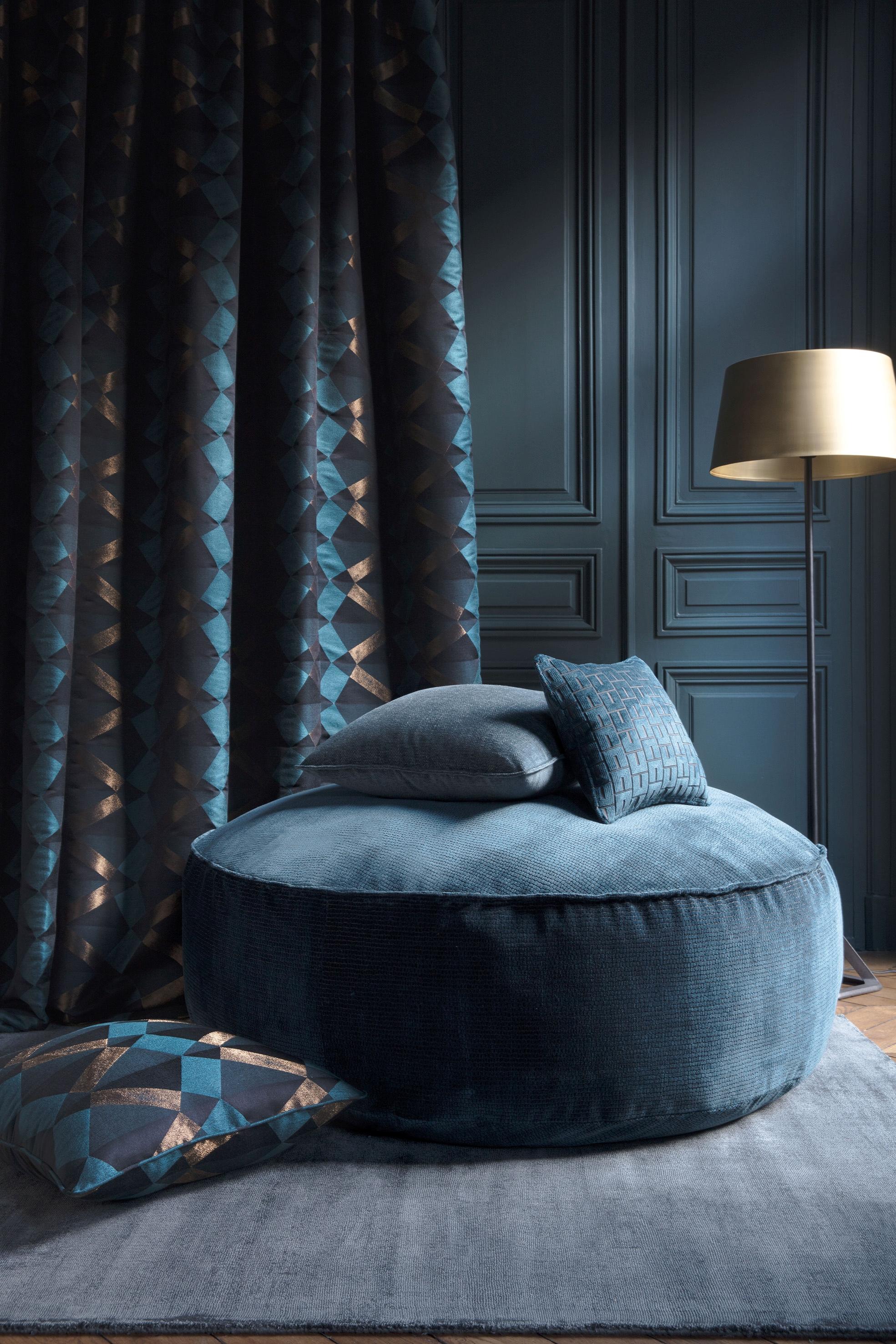 kingcome sofa sale le corbusier uk home larsen fabrics