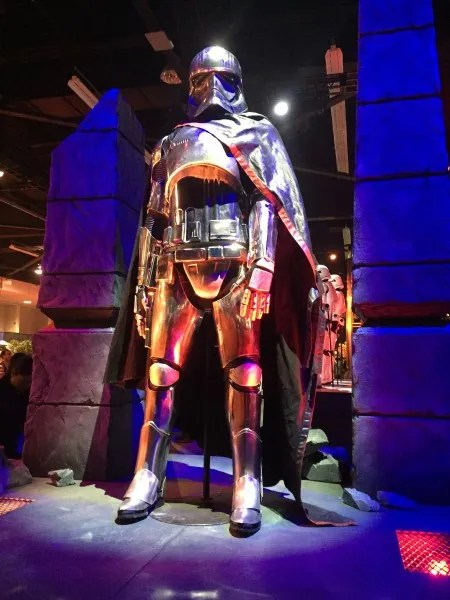 Star Wars 7 See Captain Phasmas Costume In Shiny Detail