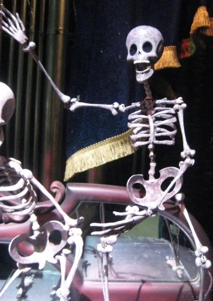 corpse-bride-underground-bar-skeletons-06