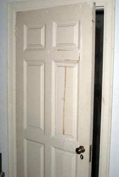 the-exorcist-bedroom-door-01