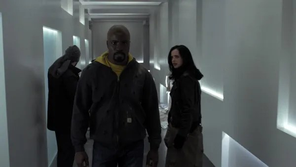 the-defenders-mike-colter-krysten-ritter