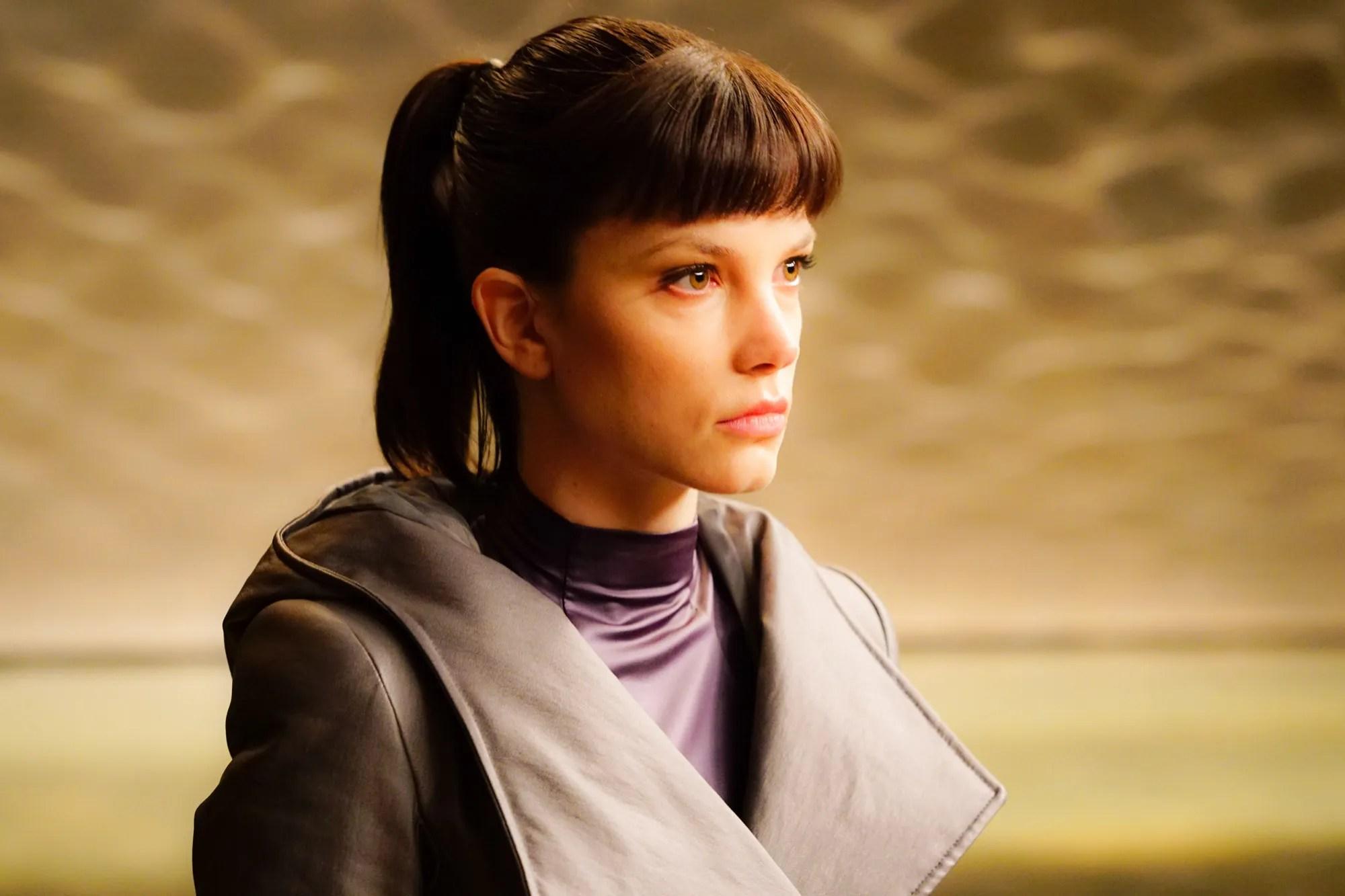 Blade Runner 2049 Hologram Girl Wallpaper Blade Runner 2049 Sylvia Hoeks Ana De Armas And